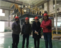 Group photo with clients in the plant
